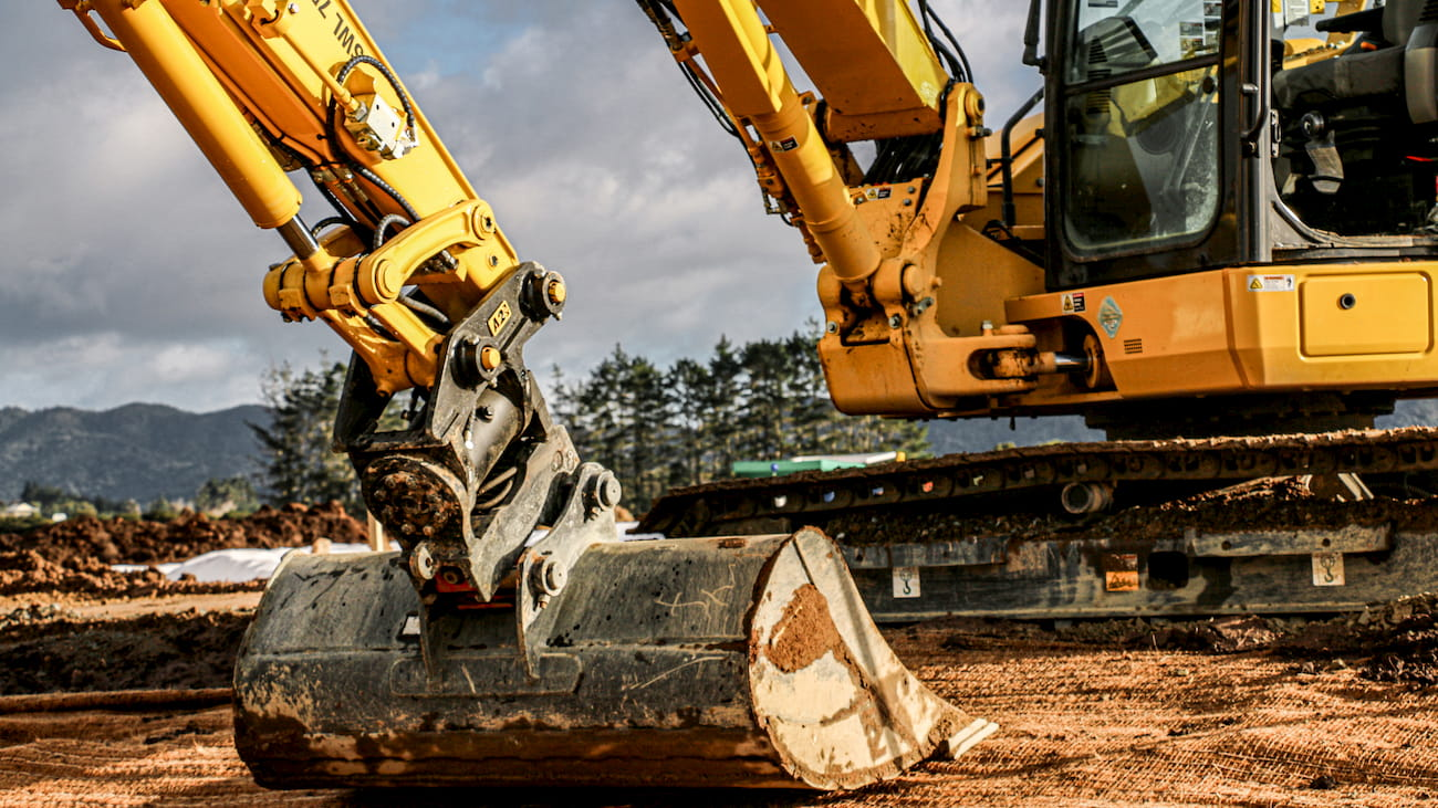 MDL Civil komatsu diggers with Attach2 Coupler and Bucket