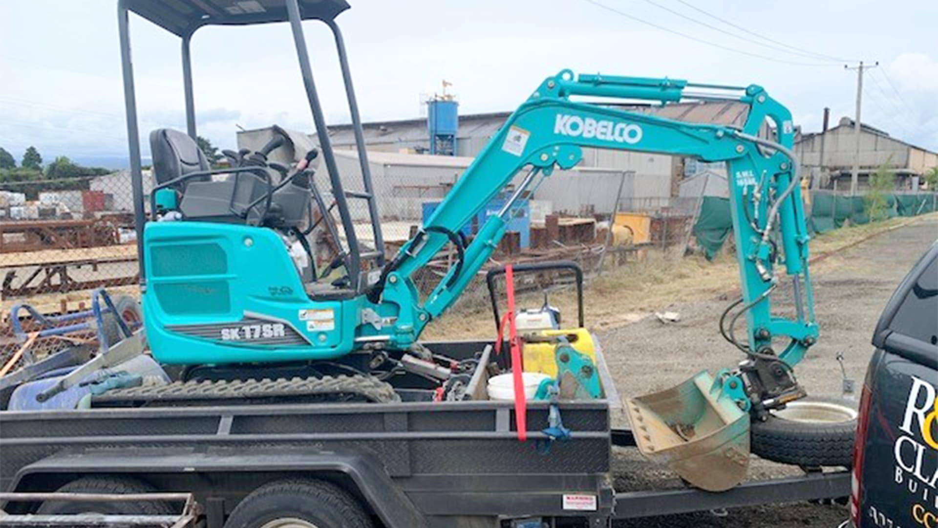 Kobelco mini excavator with Attach2 Mini-Tilt coupler