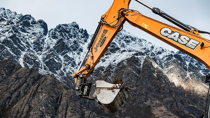CASE CX210 digger with Heli-Tilt next to Remarkables mountain range