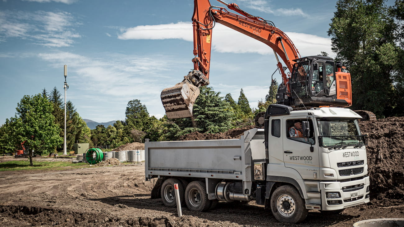 Hitachi ZX225 loading 8 tonne tip truck with dirt using Attach2 Wide Bucket